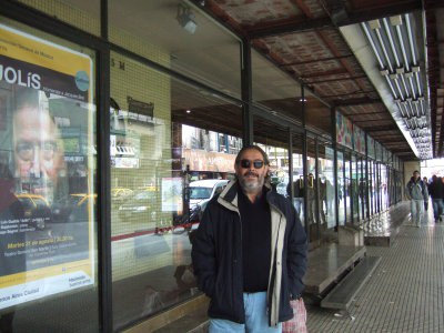jolis-en-la-puerta-del-teatro-san-martin-en-buenos-aires.jpg