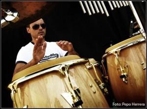 Sergio Fernández y su candombe