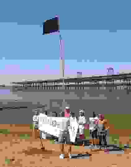 bandera-negra-en-el-muelle-del-tinto2.jpg