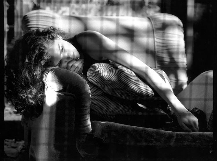 mujer-sofa.jpg